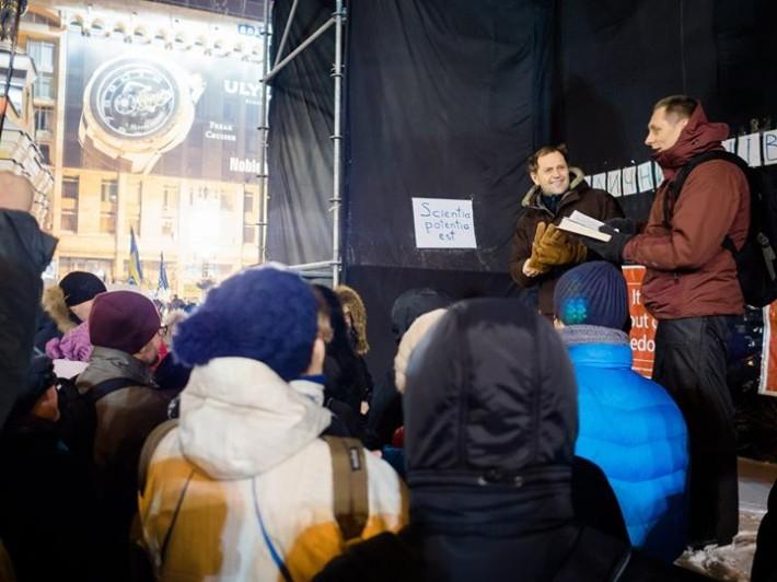 Щовечора о 20.00 на Майдані відбувались вуличні міжконфесійні молитви за Україну