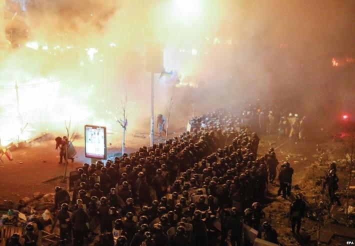 Спецпідрозділи міліції вкотре намагаються силою розігнати протестуючих, 18.02.2014