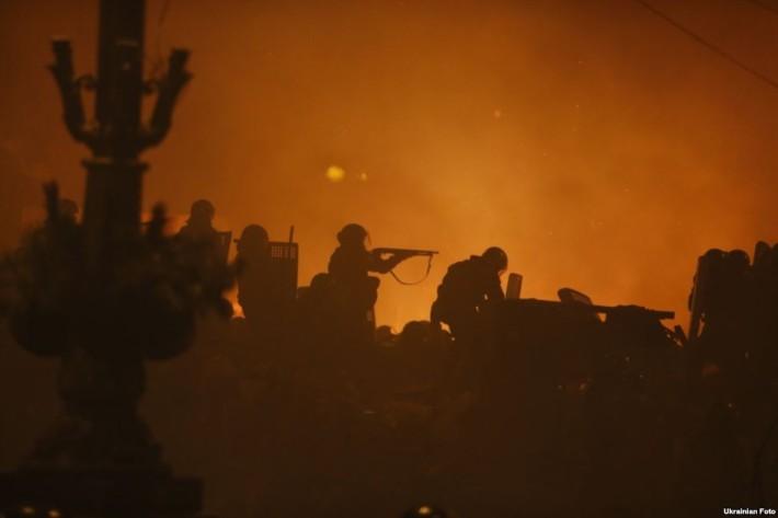 Спецпідрозділ міліції Беркут використовує проти протестувальників помпові рушниці 12 калібру, 18.02.2014