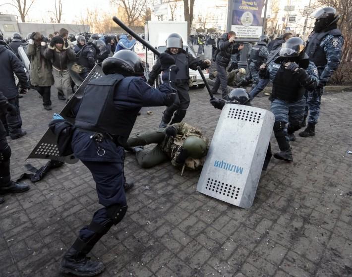 Міліція намагається зробити фізично неможливим подальше протестне волевиявлення