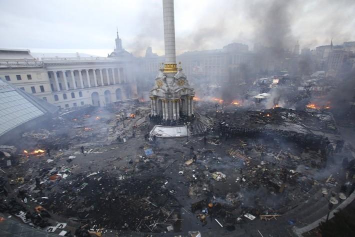 Перша ніч штурму Майдану завершилась десятками жертв та зруйнованим наметовим містечком