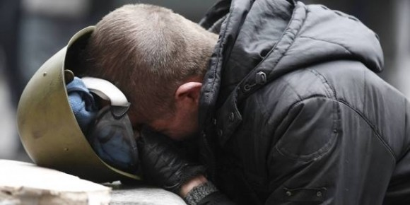 Втрачене життя не повернути. Звістка про нові жертви глибоко чіпляє однодумців на Майдані, 20.02.2014