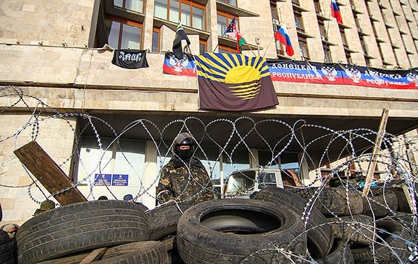 2-Donetsk-pro-Russian-protesters-occupied-regional-administration-MVasin