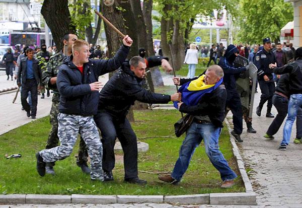 2-Donetsk-pro-russian-separatist