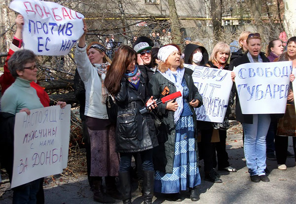 6-Donetsk-pro-Russian-protesters-MVasin