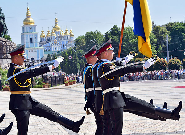 6-Petro-Poroshenko-sworn-inauguration-President-Ukraine-MVasin