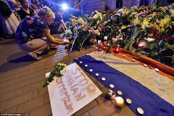 7-MH17-embassy-Ukraine-Plane-Crash