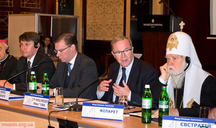 Виступ президента ЄНП Вілфреда Мартенса на круглому столі у Києві