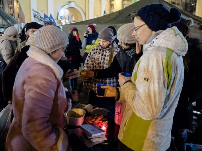 Християни різних Церков допомагали як волонтери, роздавали Євангеліє та самі організовували харчування для учасників протесту