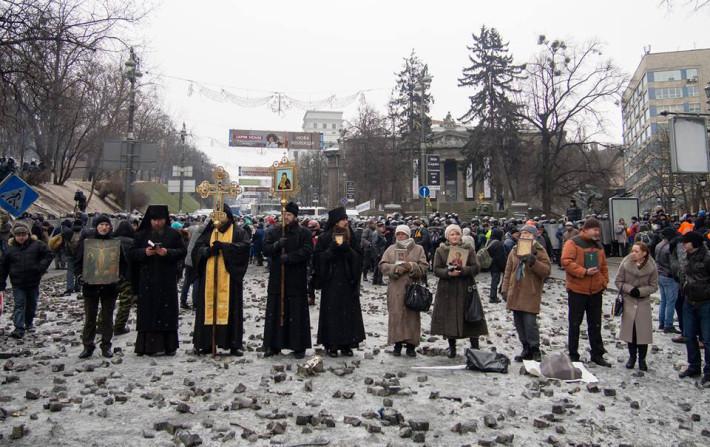Священики і віруючі різних Церков вийшли на лінію вогню, щоб зупинити кровопролиття