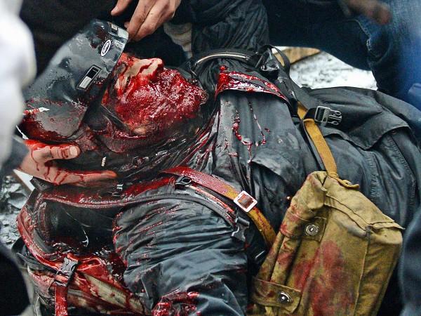 Снайпери спецпідрозділів міліції не давали шансу вижити.