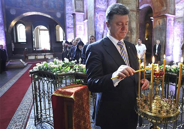 8-Petro-Poroshenko-church-temple-pray-sworn-inauguration-President-Ukraine-MVasin