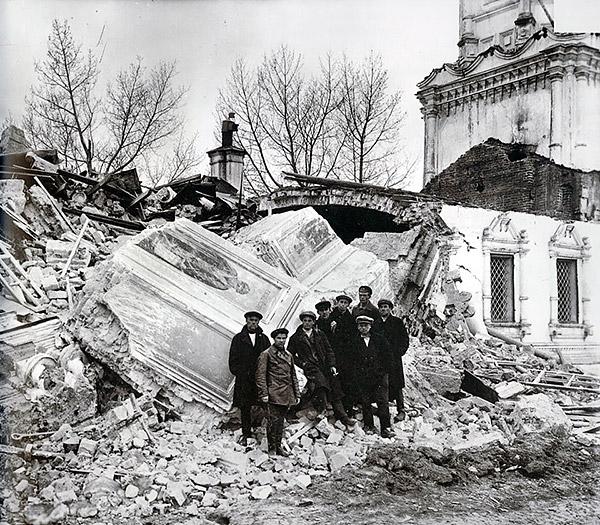 1-communists-destroy-temple-russia