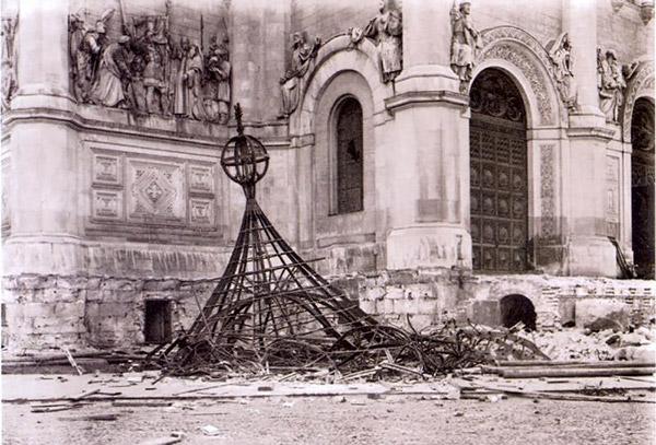 3-communists-destroy-temple-russia