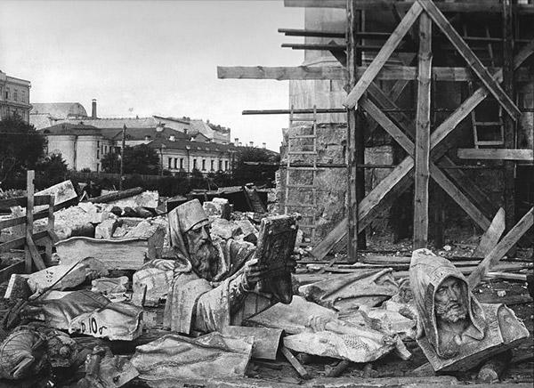 4-communists-destroy-temple-russia